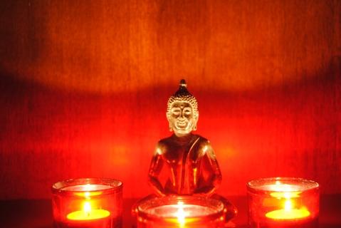 Un Buda al rojo vivo